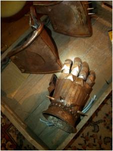 http://journal.the-witcher.de/media/content/wj05_fanart_wip-handschuhe_s.jpg